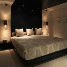 Черный потолок в спальном помещении