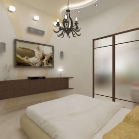Стеклянные двери в спальной комнате