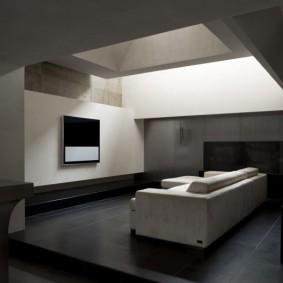 Гостиная в стиле минимализма с окном в потолке