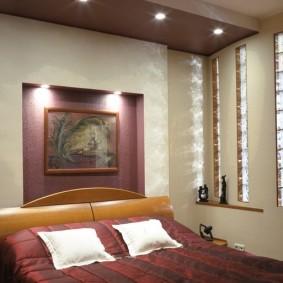 Стеклоблоки в стене спальни без окон