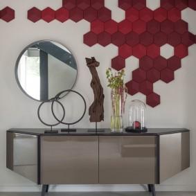 Декор стены прихожей плиткой в форме сот