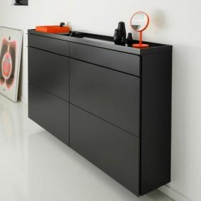 Черный комод в стиле минимализма