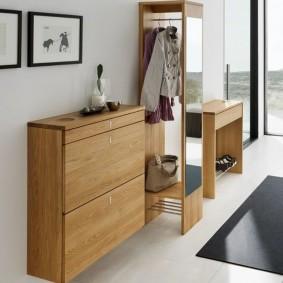 Современная мебель в прихожей частного дома