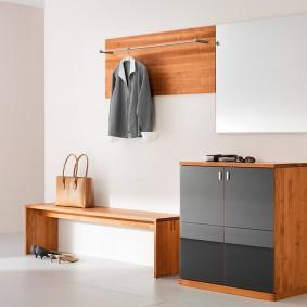 Открытая вешалка в комплекте мебели для прихожей