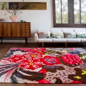 Яркий орнамент на персидском ковре