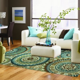 Белая мебель в светлой гостиной