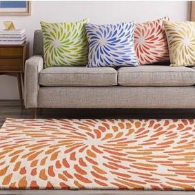 Подбор ковра под подушки на диване