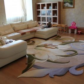 Стильный коврик с фигурными краями