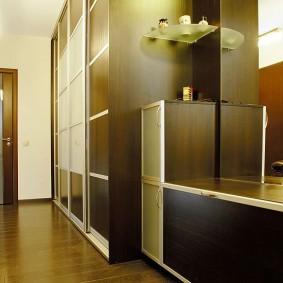 Каркасная мебель в прихожей двухкомнатной квартиры