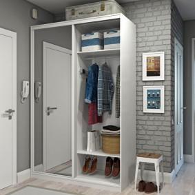 Корпусной шкаф с раздвижными дверцами
