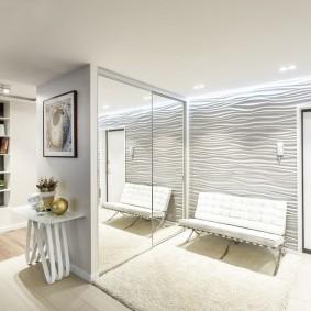 Интерьер прихожей комнаты в белом цвете