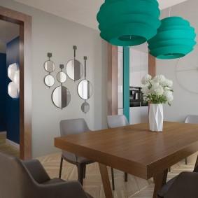 Стильные светильники над кухонным столом