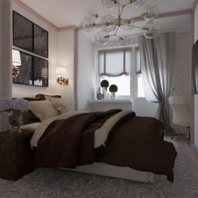 Светлые шторы на окне спальни родителей