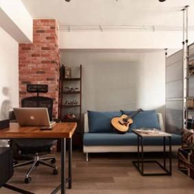 Рабочее место в комнате лофтной стилистики