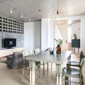 Кухонный стол серого цвета