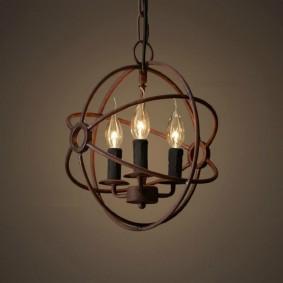 Винтажная люстра с лампочками в форме свечей