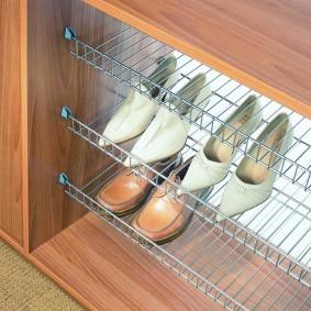 Выдвижная обувница сетчатого типа