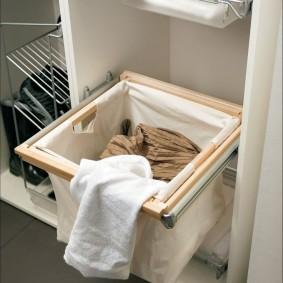 Выдвижная корзина для грязной одежды