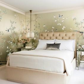 Природные рисунки на обоях в спальне