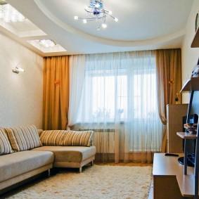 Светло-коричневые шторы из плотной ткани