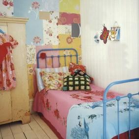 Старый шкаф в комнате девочки
