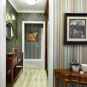 Оклейка стен коридора стильными обоями