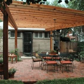 Кованная мебель на садовом участке