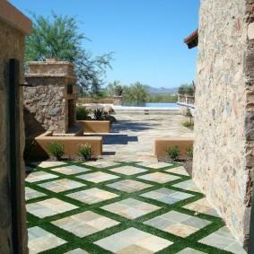 Бетонная плитка во внутреннем дворике