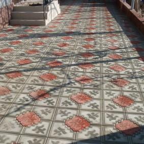 Красивая тротуарная плитка с фигурными краями
