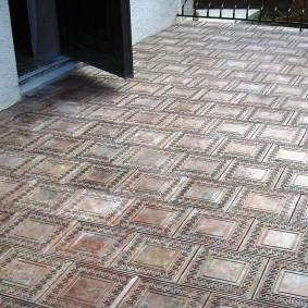 Рельефная фактура на поверхности цементной плитки