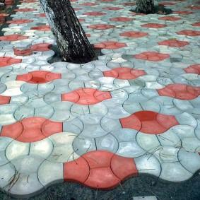 Тротуарная плитка вокруг ствола дерева