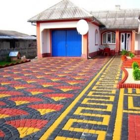 Тротуарная плитка яркой расцветки