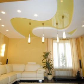Фигурный потолок комбинированной конструкции