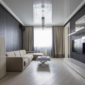 Небольшая гостиная с натяжным потолком