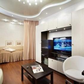 Белая мебель в гостевой комнате