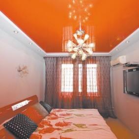 Натяжной потолок оранжевого цвета