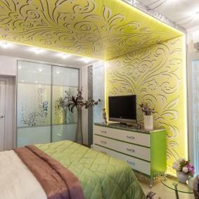 натяжной потолок с переходом на стену комнаты