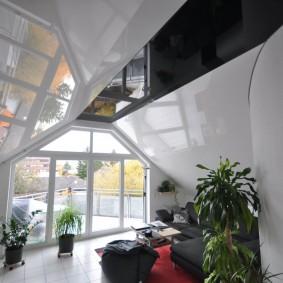Декор потолка в мансардном помещении