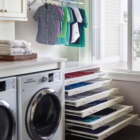 Выдвижные полки для сушки вещей в домашней прачечной