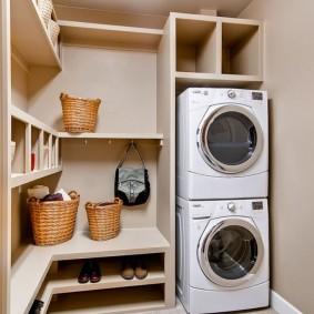 Встроенная мебель в хозяйственном помещении