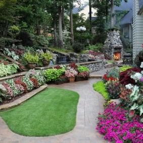 Теневые клумбы с многолетними растениями