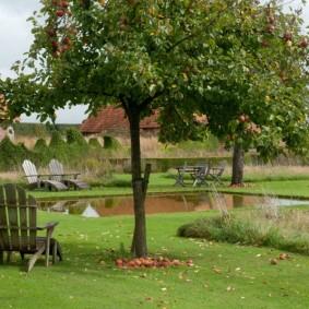Садовое кресло из деревянных дощечек