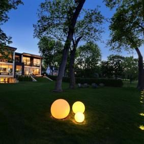 Декоративные светильники на английском газоне