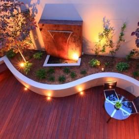 Декоративное освещение площадки за жилым домом