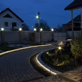 Подсветка дорожки с помощью светодиодной ленты