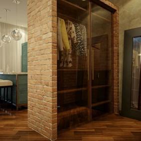 Встроенный шкаф кирпичными стенками