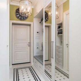 Зеркальные поверхности в дизайне коридора