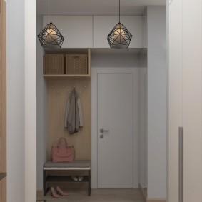 Современная мебель в прихожей трехкомнатной квартиры