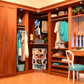 Внутреннее наполнение деревянного шкафа