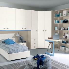 Комплект модульной мебели с кроватью и шкафом